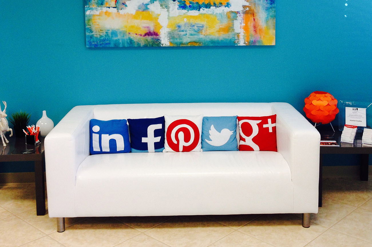 Social_Media_Couch