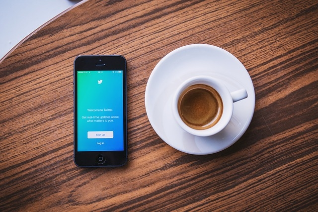10 Ways to Use Social Media to Enhance Your Qualifications as the Top Marketing Candidate