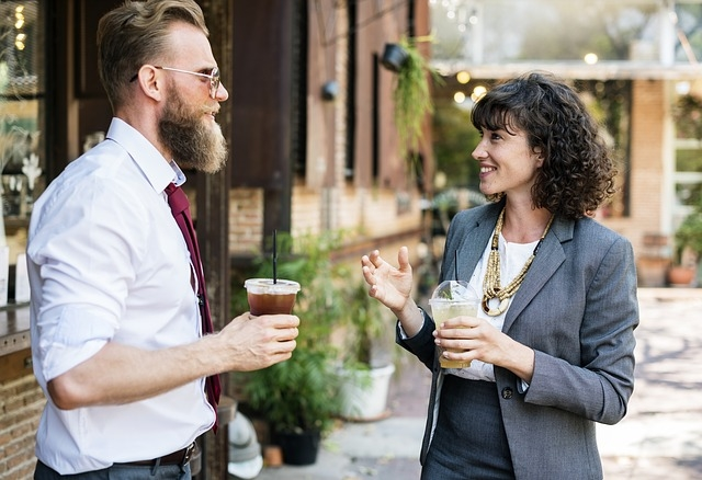 Live Event Networking Tips for Copywriters to Make Connections In an Extrovert's World