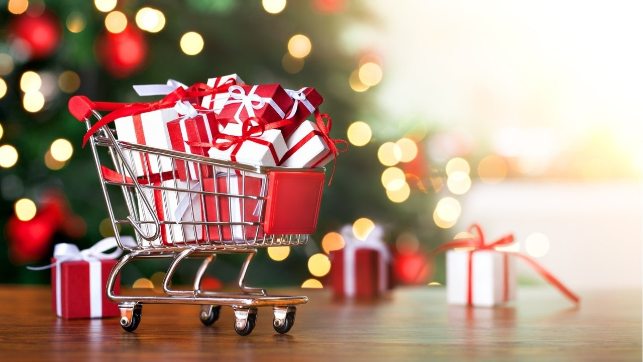 Sink or Swim: Your Guide to Successful Pandemic Holiday e-Commerce