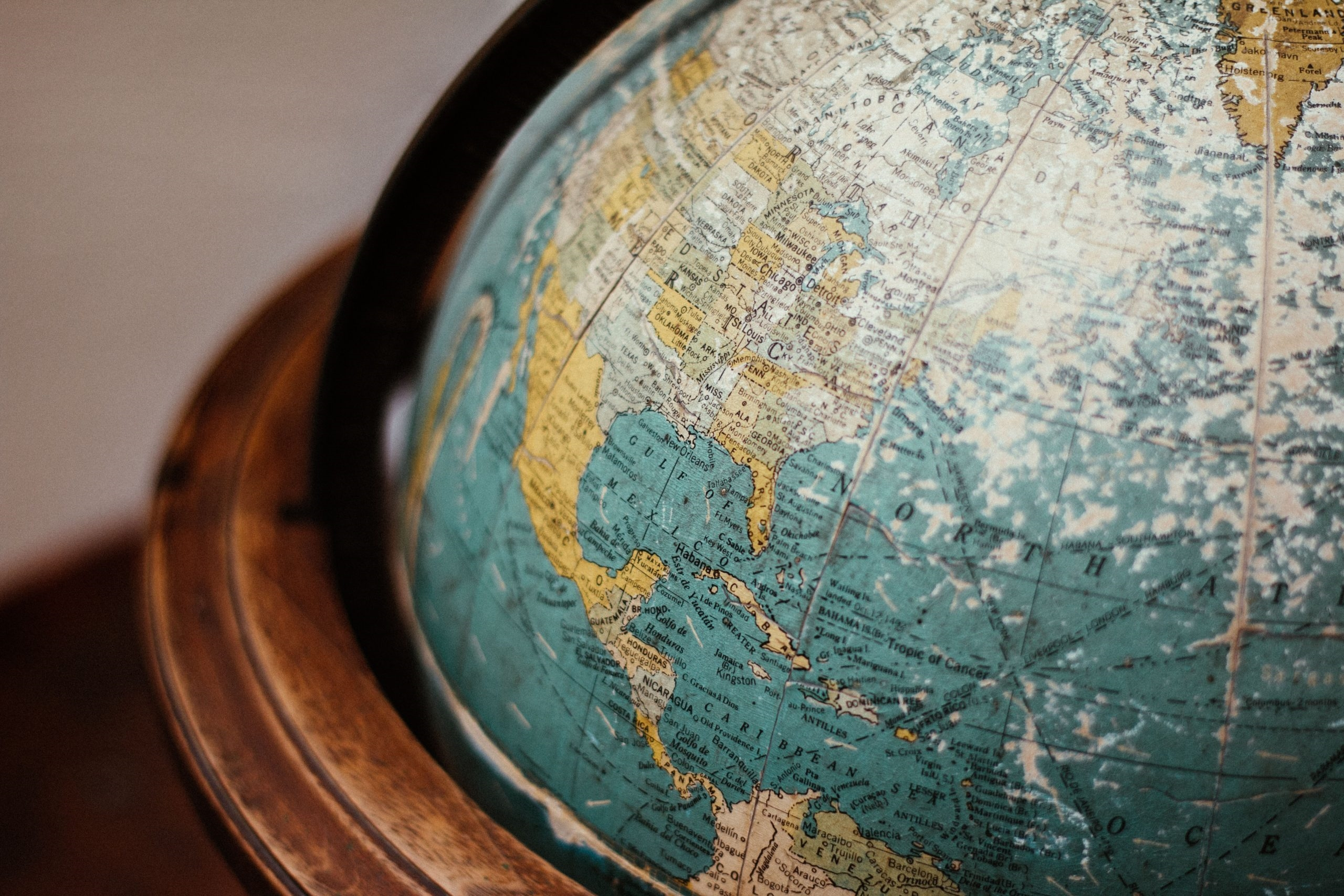 Spinning the Globe: Email Engagement Habits Around the Globe [Infographic]